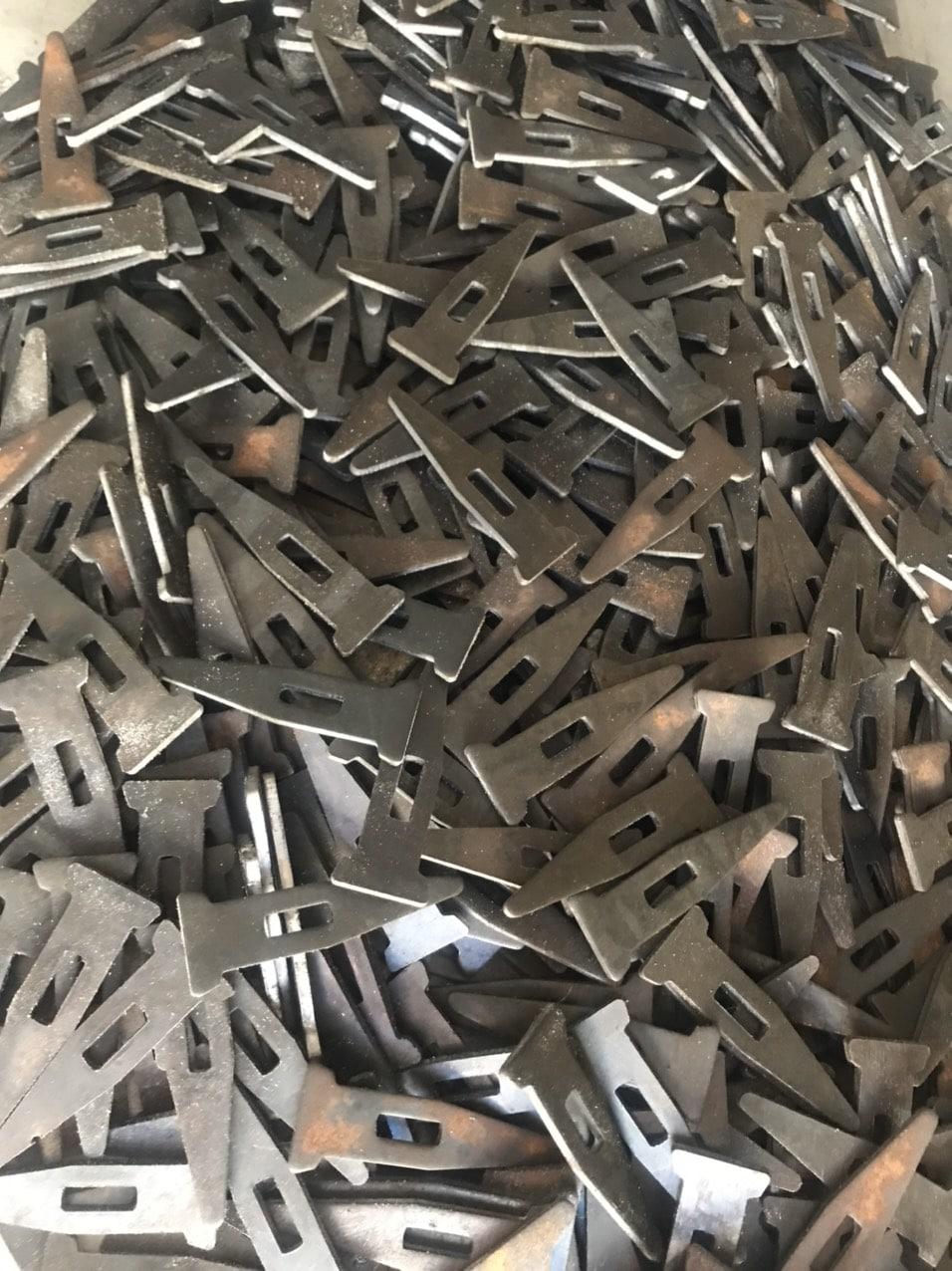 trần hùng metal chốt sắt chữ A