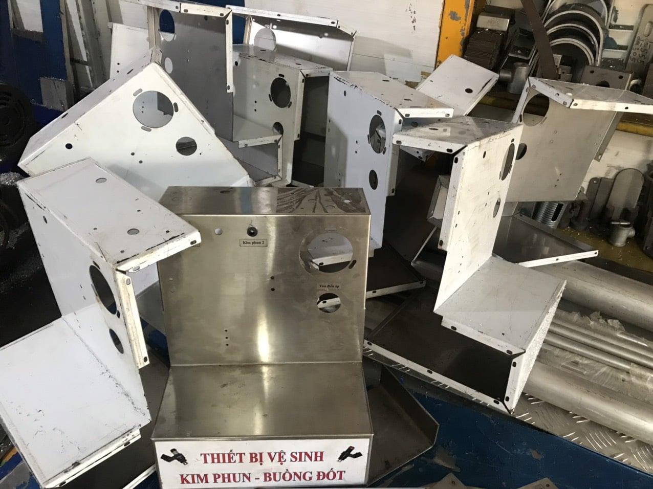 trần hùng nox dày 1mm , gia công cắt lazer, chấn