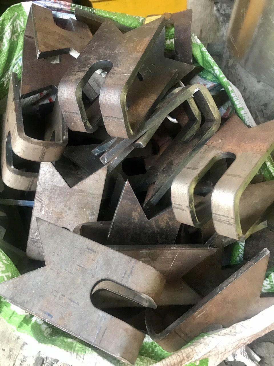 trần hùng gia công sắt 6mm cắt lazer chấn
